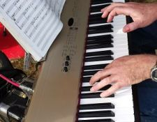 piano_hands_of_Paul_Shoemaker_by_Mike_Lach_13Sept2014_opt