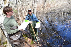 Matt-Cannon_and_Tony-Pane_at_Grist-Mill-Lane_vernal-pool_by_Jamie-Balliett_opt